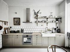 ideas kitchen interior grey upper cabinets for 2019 Kitchen Interior, New Kitchen, Interior Design Living Room, Kitchen Dining, Kitchen Decor, Kitchen Cabinets, Kitchen Modern, Design Interiors, Minimalist Kitchen