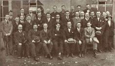 Michael Collins and Harry Boland (front center) at a meeting in Armagh, September, 1921 Irish Fashion, Fashion 1920s, Ireland 1916, Armagh, Irish People, Michael Collins, Ireland Homes, Irish Eyes, Old Photos