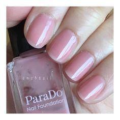 . バタバタしていた先週後半のネイル💅 とりあえず無難に綺麗にしておきたいって時は、この#parado の #nailfoundation #PO01 を塗ってます😄(写真は2度塗り) . イエベなので最初は #BO01 ばかり塗ってました。だけどPO01も手から浮かないナチュラルな青みピンクで、気付いたらこっちの方がよく使ってます💕 一度塗りだと、自然に素爪が血色良くなる感じ。二度塗りでほんのりフリーエッジが隠れて指が長く見えるような?🤔 以前の投稿にPO01 とBO01の比較載せてますね(笑) . そして手持ちのポリの中で一番減るスピードが速いかも(笑)セブンイレブンで500円で買えるし、ムラになりにくくて塗りやすいし。普段ネイルしない友達にお勧め聞かれたら、一番に勧めるかも✨ .  #セルフネイル #セルフネイル部 #ポリッシュ  #ポリッシュ派 #ポリッシュネイル #マニキュア #ネイルサークル #パラドゥ #ネイルファンデーション
