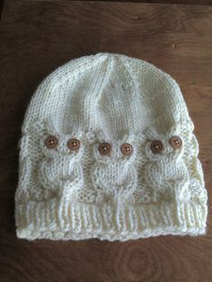 Paige would love this. Owl Knit Hat - My knitting skills will need improvement for this one. Owl Knitting Pattern, Knitting Patterns Free, Knit Patterns, Free Knitting, Knitted Owl, Knit Or Crochet, Crochet Crafts, Knitted Hats, Knitting For Kids