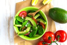 Vegetable salad with avocado, tomatoes and spinach - Tasty-Meals - Simple recipes for every day Easy Dinner Recipes, Gourmet Recipes, Easy Meals, Cooking Recipes, Healthy Recipes, Spring Recipes, Holiday Recipes, Healthy Drinks, Healthy Eating