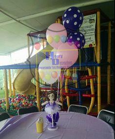 Centro de mesa princesa Sofía con globos