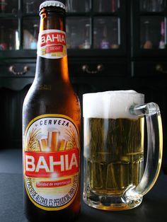 Cerveza colombiana - BAHIA. Producida por Cervecería Unión S.A., Bavaria S.A. y Cervecería del Valle S.A., Contenido aproximado de alcohol 4.4 % en volumen. Different Types Of Beer, Oclock, Brewery, Beer Bottle, Drinks, Gourmet Cooking, Lunch, Foods, Vegan