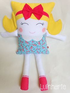 Naninha Menina 7 Sewing Toys, Sewing Crafts, Sewing Projects, Sock Animals, Doll Quilt, Baby Pillows, New Dolls, Animal Pillows, Soft Dolls