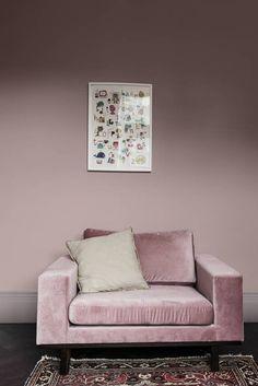Kleurentrends 2018: The comforting Home - Dit is een plek waar je je terugtrekt en het geluid buitensluit; je veilige haven, je schuilplek waar je de balans terugvindt. Warme aardetinten vind je overal in dit thuis terug. Klei- en lieflijk roze tinten kalmeren de geest en de zintuigen en sluiten het 'lawaai' buiten. #kleuren #kleurentrends #colours #interieur #interior