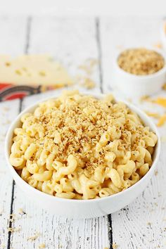This easy Instant Pot mac and cheese is the creamiest, cheesiest, downright most delicious Instant Pot mac and cheese recipe ever! Instant Pot Mac And Cheese Recipe, Appetizers For A Crowd, Pressure Cooker Recipes, Stuffed Hot Peppers, Cheese Recipes, Crockpot Recipes, Macaroni And Cheese, Jarlsberg Cheese