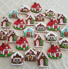 20+ of the best decorated Christmas cookies. Different cookie cutouts and decorating styles are here with some easy recipes thrown into the mix as well. Find classics such as shortbread cookies, gingerbread cookies, sugar cookies and more! #cookies #christmas #gingerbread #sugarcookies