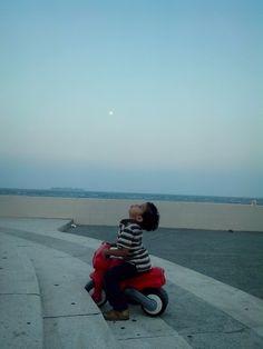 Soplando a la luna