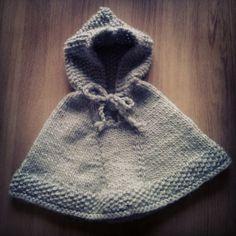 Modèle tricot bébé layette poncho Lièvres