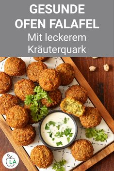 Healthy oven falafel with herb curd - fitness recipe for a .- These oven falafel are a healthy fitness recipe for losing weight. Check out the instructions for the vegetarian dinner here. Weight Loss Meals, Losing Weight, Le Diner, Evening Meals, Mushroom Recipes, Healthy Dinner Recipes, Healthy Meals, Healthy Weight, Eating Healthy