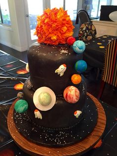 36 Space Cakes That Are Out of This World Solar System Cake, Planet Cake, Outer Space Party, Galaxy Cake, Star Cakes, Angel Cake, Cupcake Cookies, Cupcakes, Candy Bouquet