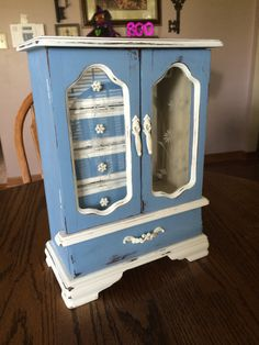 New Jewerly Organizer Diy Box Shabby Chic Ideas Painted Jewelry Boxes, Painted Boxes, Wooden Boxes, Hand Painted, Jewelry Box Makeover, Armoire Makeover, Jewerly Box Diy, Painted Armoire, Blue Shabby Chic