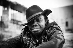Portrait homme black  #portrait #photo #black #homme #couleur #peau #chapeau #cuir #blouson  #bouche #sourire #chanteur #chancellor