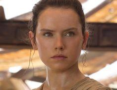 Daisy Ridley en una escena de Star Wars El Despertar de la Fuerza.