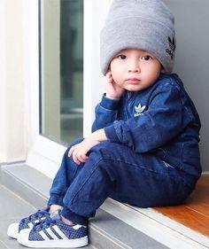 Pin by rebecca wanjiku on boys fashion style ideas детская м Stylish Little Girls, Cute Little Boys, Stylish Kids, Cute Boys, Cute Babies, Baby Kids, Baby Dress Online, Dresses Online, Baby Boy Outfits