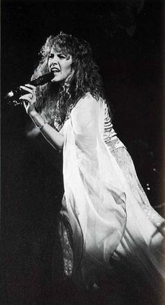 Stevie nicks 1980 live      Awesome picture...  ;)
