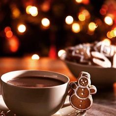 I'm craving warm chocolate now🤗❄️🎄 Christmas Tumblr, Merry Christmas To All, Christmas Mood, Christmas Coffee, Xmas Carols, Holiday Images, Woodland Christmas, Christmas Wonderland, Xmas Cookies