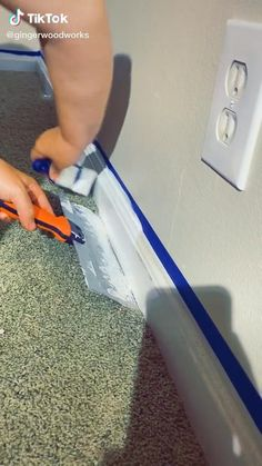 Diy Home Cleaning, Household Cleaning Tips, House Cleaning Tips, Diy Cleaning Products, Cleaning Hacks, Simple Life Hacks, Useful Life Hacks, Painting Baseboards, Painting Hacks