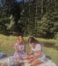 Picnic Date, Summer Picnic, Summer Bucket, Nature Aesthetic, Summer Aesthetic, Aesthetic Food, Blue Aesthetic, Picnic Photo Shoot, Picnic Pictures