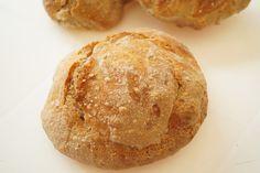 Opskrift på de bedste koldhævede boller med rugmel. Bollerne er saftige og lækre og gode både til morgenmad eller til frokost som en sandwichbolle.