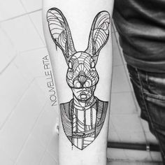 The geometric tattoos of Portuguese artistNouvelle Rita, based in Lisbon, whoproducescomplex and delicate creations combining many geometric shapes. Some