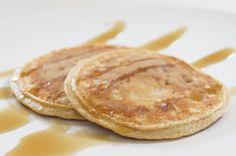 BANAN/PEANUTPANDEKAGER Cirka 12 små INGREDIENSER 3 æg 1 moden banan 3 spsk. peanutbutter 1 tsk. bagepulver 2 spsk. FiberHusk 1/2 dl smagsneutralt proteinpulver 1/4-1/2 dl sukrin gold eller lignende sødemiddel (alt efter hvor søde du vil have dem) FREMGANGSMÅDE Alle ingredienserne blendes og steges i små klatter ved middelhøj varme.