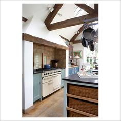 GAP Interiors - Modern country kitchen with vaulted ceiling - Picture library specialising in Interiors, Lifestyle & Homes Country Kitchen Layouts, Modern Country Kitchens, Kitchen Images, Kitchen Photos, Country House Interior, Modern Interior, Kitchen Cabinet Design, Kitchen Reno, Vaulted Ceiling Kitchen