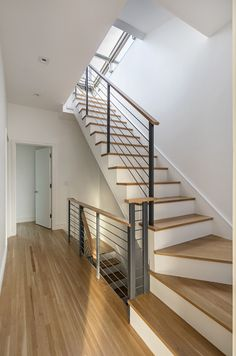 Stairs Flaggschiff Foto Weed out. Rustic Staircase, Modern Stair Railing, Stair Railing Design, Open Staircase, Staircase Railings, Staircase Ideas, Metal Barn Homes, Metal Building Homes, Basement Stairs