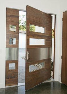 Design porta blindata pivotante moderna, classe 3, realizzata in legno noce + vetro e acciaio - Guida all'acquisto: tipologie, idee e prezzi porte blindate