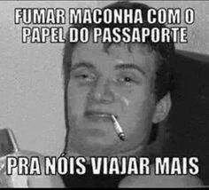 gifs fumando maconha   fumar-maconha-com-o-papel-do-passaporte-pra-nois-viajar-mais