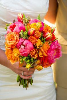 Love this bright wedding bouquet