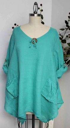 Linen Oversized designer Lagenlook Tunic top with Front Pockets. Love the button trim. Unique Outfits, Boho Outfits, Fashion Outfits, Diy Clothes, Sewing Clothes, Clothes For Women, Boho Fashion, Womens Fashion, Couture