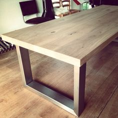 Robuuste tafel eiken rvs Home Decor Furniture, Diy Furniture Projects, Furniture Design, Diy Dining Table, Wood Table, Dinner Room, My New Room, Interior Design Living Room, Lounge