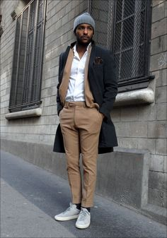 Formal outfit with casual shades. The sneakers Common Projects Achilles and the cup are this casual touch