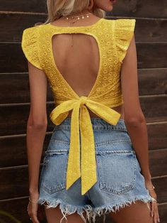 Diy Summer Clothes, Summer Outfits, Fishnet Under Jeans, Aesthetic Clothes, Types Of Sleeves, Blouse Designs, Fashion News, Couture, Crop Tops