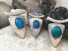 Jessama Tutorials is creating polymer clay tutorials Guy Jewelry, Jewelry Art, Jewelry Design, Jewelry Making, Jewelry Ideas, Metal Clay Jewelry, Ceramic Jewelry, Polymer Clay Projects, Polymer Clay Creations