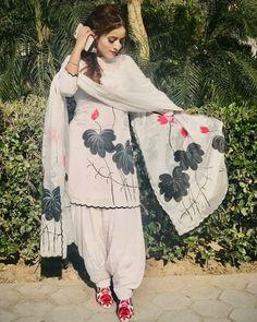 Throwback🔙 Designer Punjabi Suits Patiala, Punjabi Suits Designer Boutique, Patiala Suit Designs, Boutique Suits, Indian Designer Suits, Kurti Designs Party Wear, Designer Wear, Embroidery Suits Punjabi, Embroidery Suits Design