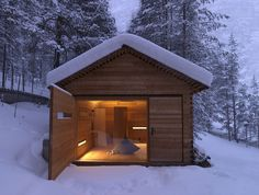 Set in Normandie, France, this small cabin has been designed by Amaud Locoste and Jerome Vincon of Lode Architecture. The cabin, called The F House, has Tiny House Movement, Ideas De Cabina, Alpine Lodge, Outdoor Sauna, Cabin In The Woods, Lodges, Architecture Design, Windows Architecture, Villa