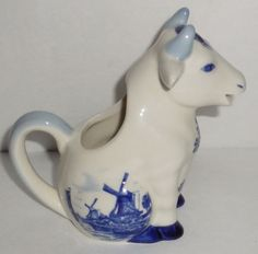 EVC-Vtg-Sitting-Cow-Creamer-Delft-Blue-Made-in-Holland