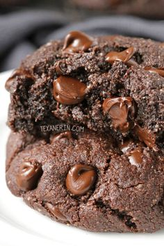 Perfect Paleo Double Chocolate Cookies (with a vegan option) – super rich, soft and chewy just like a traditional double chocolate cookie! Nobody will know these are paleo, grain-free, gluten-free, and dairy-free.