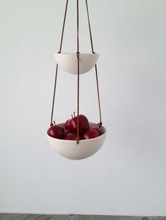 Colgante cuero porcelana dos niveles y cesta de por RevisionsDesign