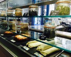 Nouvelle vitrine chaude ! #new #hot #yummy #delicious #wrap #quiche #monday #backtowork #healthyfood #lamaisondesproteines #fitness #diet #regime #menu #paris9 #eatclean #lmp #beautiful #picoftheday #dejeuner #lunch #instafood #foodgasm #foodpic