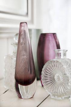 Keräily on hauskaa bongausta. Glass Art Design, Finland, Lassi, Glass Vase, Pottery, Ceramics, Wine, Retro, Interior