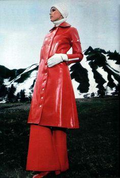 L'officiel 1968 Courreges, vinyl coat. A perfekt vintage raincoat with a high standing collar