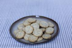 Svěží citronové sušenky smákem, kterékrásně voní avpuse sesamou křehkostí jenrozpadají.