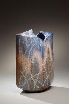 Kato-Yasukage-contemporary-vase Joan B. Raku Pottery, Pottery Sculpture, Pottery Art, Pottery Ideas, Japanese Ceramics, Japanese Pottery, Modern Ceramics, Kintsugi, Keramik Design