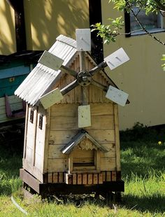 Bee Hives With Charm http://thegreengardengate.blogspot.com/2012/02/different-beehives-with-charm.html #bee #hives