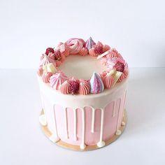 Pedidos y consultas  contacto@kekukis.com.ar #pink #cake #drip #kekukis