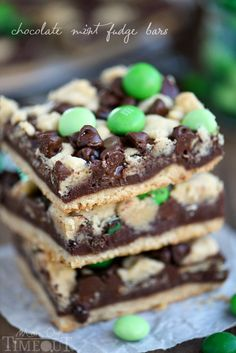 Indulge in these outrageously decadent Chocolate Mint Fudge Crumb Bars for the ultimate chocolate and mint treat! Chocolate Mint Brownies, Mint Chocolate Chips, Decadent Chocolate, Chocolate Flavors, Chocolate Desserts, Chocolate Ganache, Chocolate Dipped, Chocolate Cheesecake, Chips Au Four