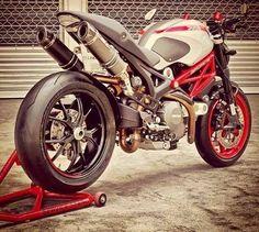 1100 Ducati monster